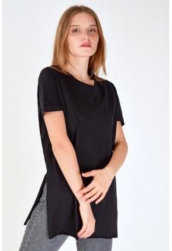 Женская черная тенниска с боковым разрезом