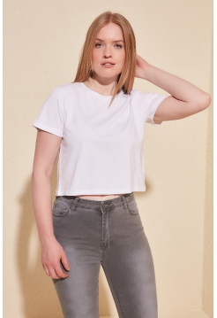Белая женская короткая футболка майка