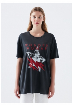 Женская футболка Mavi черного цвета с рисунком