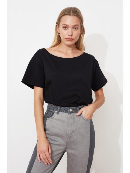 Женская футболка черного цвета длинной формы