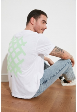 Белая мужская футболка из хлопка с рисунком решетки