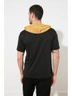 Мужская футболка с капюшоном черного цвета