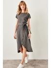 Платье с ремнем для девушки серого цвета с короткими рукавами