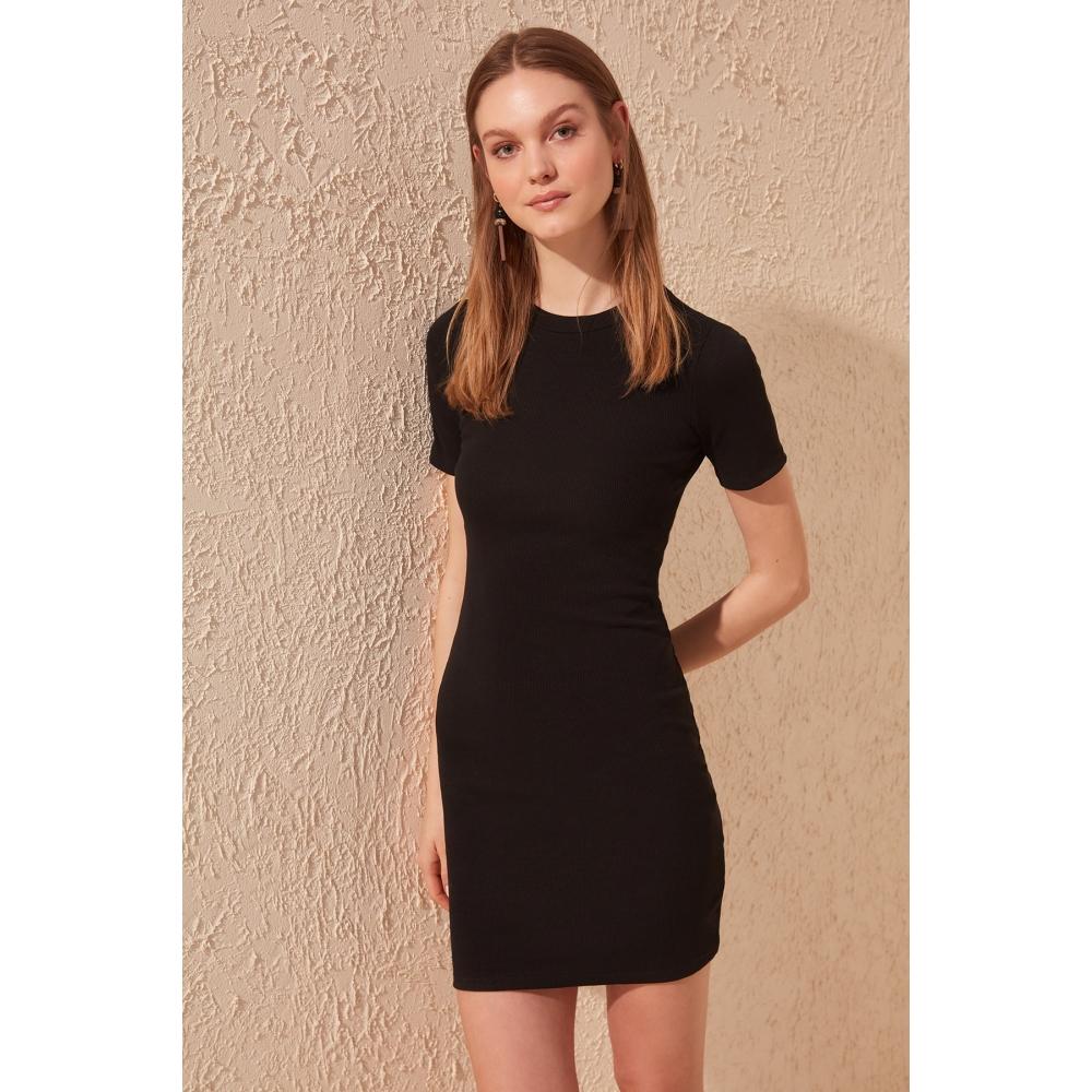Черное женское платье мини формы с короткими рукавами с круглым воротником
