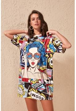 Женское разноцветное платье с рисунками мини формы