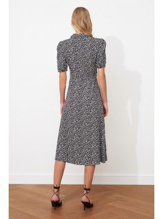 Женское платье с черно-белыми узорами из вискозы с ремнем и пуговицами
