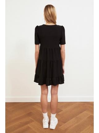 Женское черное мини платье лесинкой с короткими рукавами