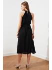 Женское черное миди платье с воротником халтер и поясом