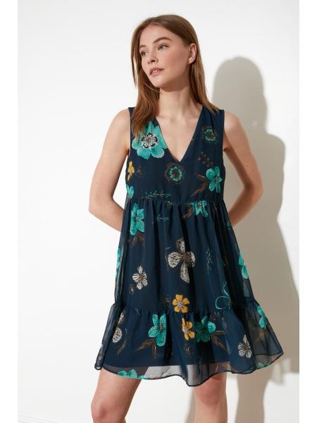 Женское платье синего цвета из шифона без рукавов с цветочками