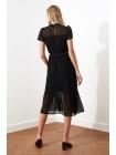 Женское черное платье с ремнем