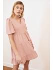 Женское платье розового цвета короткой длины