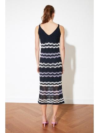 Синее трикотажное женское платье без рукавов
