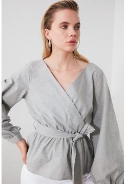 Женская серая блузка Trendyolmilla с поясом и длинными рукавами