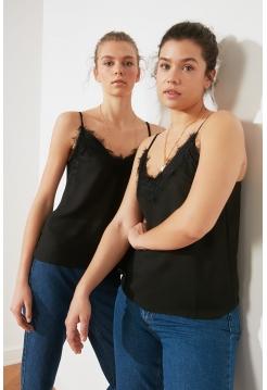 Женская черная блузка на подвесках с кружевами