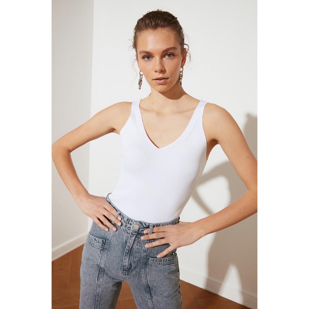 Женская обтягивающая белая трикотажная блузка Trendyolmilla