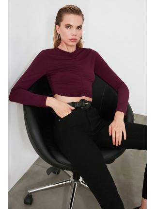 Bordo rəngdə uzun qollu qısa formalı qadın bluzu