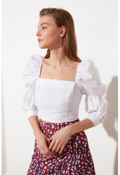 Ağ rəngli kare yaxalı Trendyolmilla bluzu
