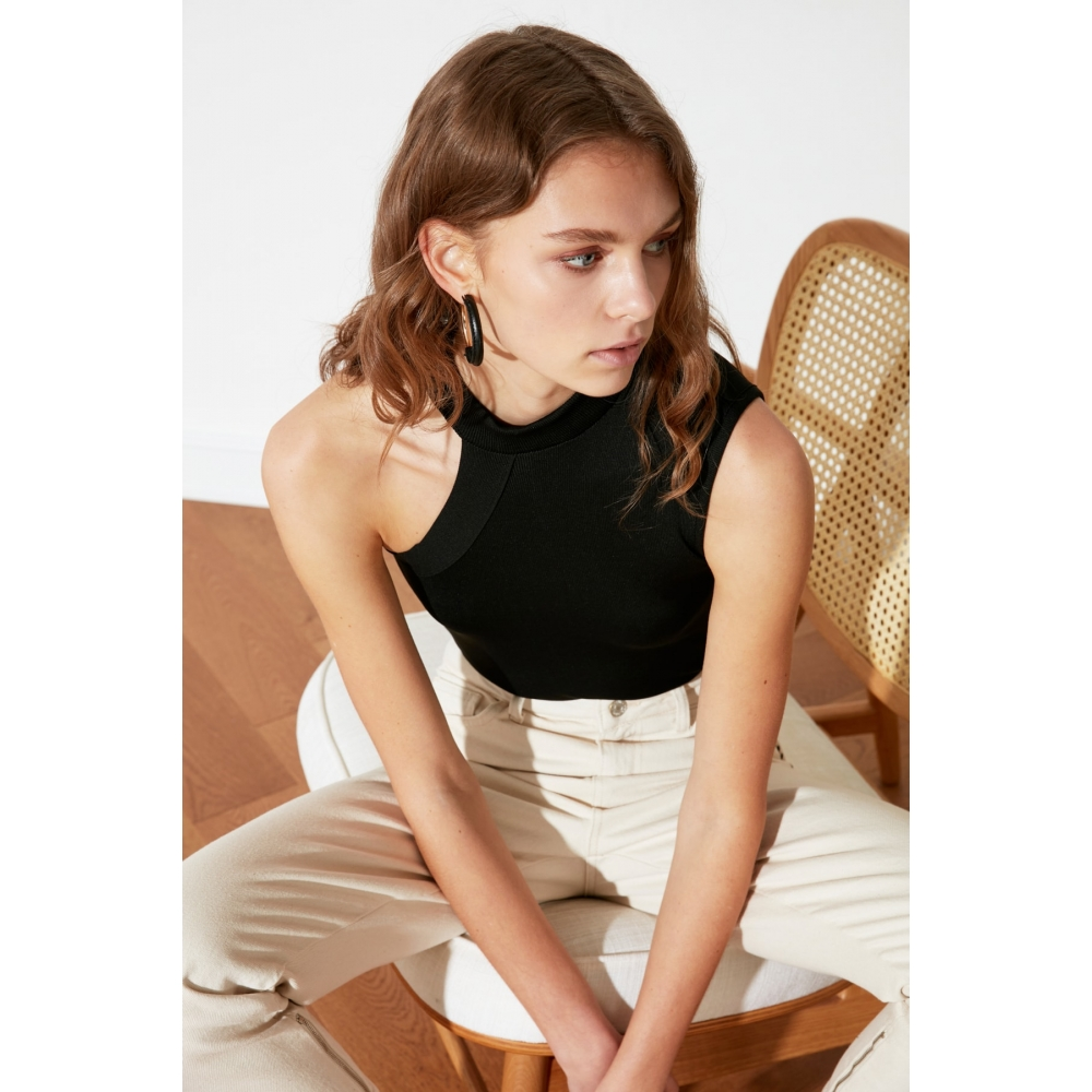 Tək qollu assimetrik formalı qadın Trendyolmilla bluzu