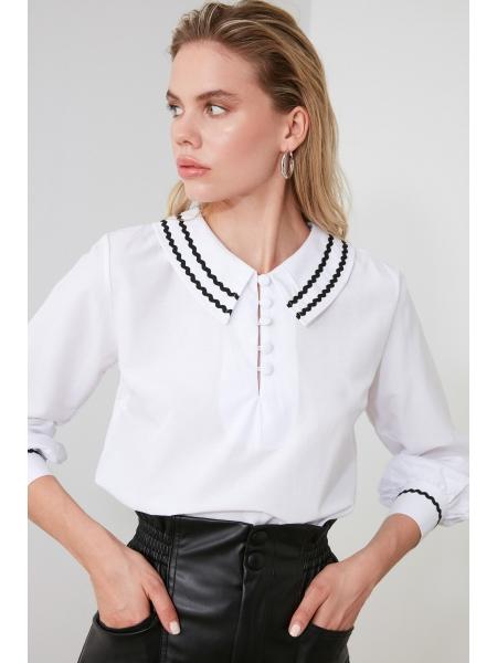 Köynək yaxalı uzun qollu ağ qadın bluzu