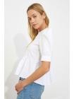 Qısa qollu yumru yaxalı ağ rəngli Trendyolmilla qadın bluzu