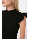 Женская блузка черного цвета без рукавов со стойка воротником